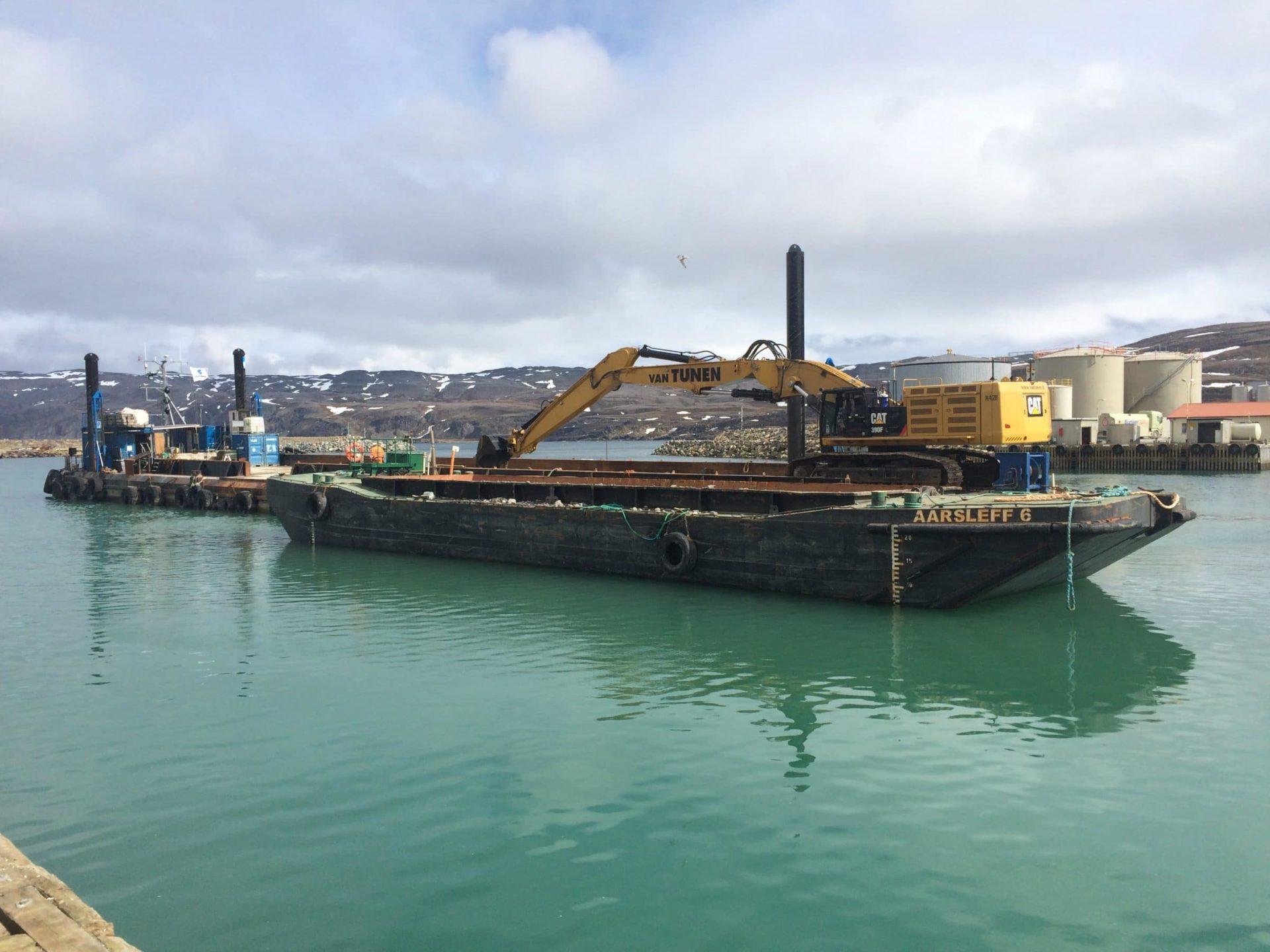 06/2018 Havenwerkzaamheden vanaf ponton, Båtsfjord Noorwegen